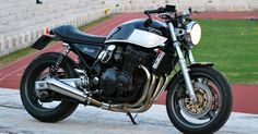 Cafe racers, scramblers, street trackers, vintage bikes and much more. The best garage for special motorcycles and cafe racers. Cycling Quotes, Cycling Art, Women's Cycling Jersey, Cycling Jerseys, Inazuma Cafe Racer, Cycle Chic, Street Tracker, Bicycle Design, Vintage Bicycles