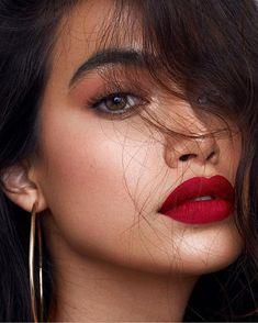 eyeliner red lips make up / eyeliner red lips ; eyeliner red lips make up ; Best Lipstick Brand, Lipstick Brands, Best Lipsticks, Red Lips Makeup Look, Makeup For Brown Eyes, Skin Makeup, Glitter Makeup, Make Up Looks, Minimal Makeup Look