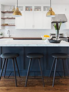 It's been all about grey kitchens with brass hardware. Now the trend is moving towards kitchens with navy cabinetry and brass hardware.Here are 12 examples.