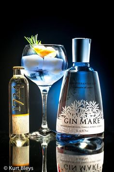 Gin Mare Cocktail Drinks, Alcoholic Drinks, Beverages, Gin Festival, Gin Tasting, Gin Recipes, Gin Bar, Festa Party, Bottle Packaging
