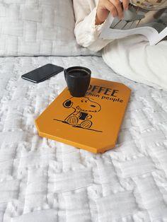 Hangimiz sevgili Snoopy'i yakından tanımıyoruz? Kahve ve hayvan sevgimizi Snoopy MiCoTa'da birleştirdik. Siz de bizim gibi düşünenlerdenseniz, en yakın dostlarımıza bir iyilik yapmak isterseniz Snoopy MiCoTa'yı öneriyoruz. Siz Snoopy MiCoTa ile kahvenizin keyfini çıkarırken biz sokakta yaşayan dostlarımıza mama gönderiyor olacağız. Snoopy, Coffee, Mini, Coffee Cafe, Kaffee, Cup Of Coffee, Coffee Art