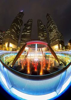 Named the world's largest fountain by Guinness World Records in the Fountain of Wealth can be found outside Singapore's Suntec City shopping mall. Beautiful Landscape Images, Beautiful Pictures, Calming Sounds, Sky High, Cool Photos, Amazing Photos, Marina Bay Sands, Singapore, Fountain
