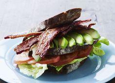 Bacon-avokado-tomat-sandwich