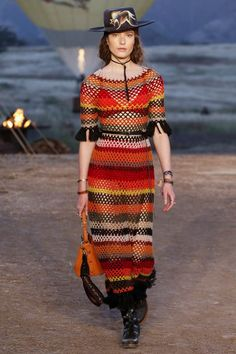 Crochet Blusas Design - The complete Christian Dior Resort 2018 fashion show now on Vogue Runway. Catwalk Fashion, Fashion Moda, Crochet Fashion, Fashion 2018, Boho Fashion, Fashion Brands, Fashion Show, Fashion Design, Fashion Weeks