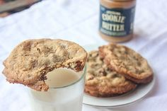 Loaded Cookie Butter Cookies -- You know I love me some cookie butter! Yummy Treats, Sweet Treats, Yummy Food, Butter Pecan, Cookie Butter, Tasty Kitchen, No Sugar Foods, Vegetarian Chocolate, Chocolate Chip Cookies