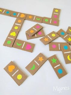 Die Domino-Aufkleber, The Effective Pictures We Offer You About Montessori Education ideas A quality picture can tell you many things. You can find the most beautiful pictures th Kids Crafts, Preschool Activities, Diy And Crafts, Upcycled Crafts, Games For Kids, Diy For Kids, Cardboard Crafts, Paper Crafts, Diy Games