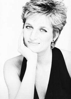 Diana, Princess of Wales Photo: Mario Testino Princess Diana Fashion, Princess Diana Pictures, Princess Diana Family, Princess Kate, Princess Of Wales, Princess Diana Hairstyles, Mario Testino, Diana Haircut, Short Hair Cuts