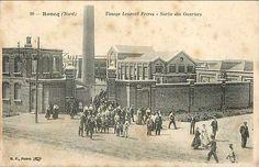Etablissements de Tissage Leurent Frères (Roncq), belle-famille de Léon Vernier-Leurent, mon bisaïeul par ma mère. La sortie des ouvriers !