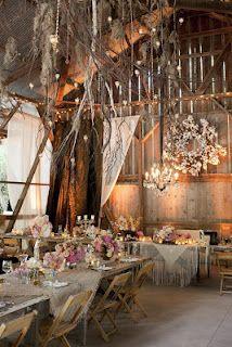 A Sign of the Times: 10 Barn Wedding Decor Ideas