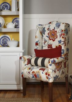 Learn how to reupholster a chair the quick, easy and inexpensive way. DIY tutorial and video to show you step by step how to reupholster a wingback chair. Furniture Projects, Home Projects, Diy Furniture, Outdoor Furniture, Poltrona Floral, Furniture Reupholstery, Diy Couch, Diy Curtains, Chairs