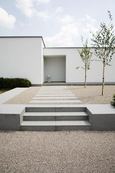 http://www.stone.be/NL/Materialen/Materiaal/Kalksteen/Grijs-beige_siergrind.aspx #ContemporaryGardenLandscaping