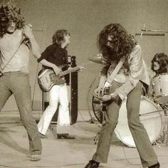 Led Zeppelin robert plant Jimmy page John Bonham john paul jones Jimmy Page, Rock N Roll, Rock And Roll Bands, Hard Rock, John Paul Jones, John Bonham, Great Bands, Cool Bands, Beatles