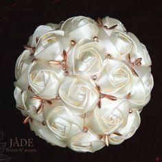 Törtfehér selyemcsokor rosegold kristálydíszekkel Candle Holders, Rose Gold, Candles, Wedding, Valentines Day Weddings, Porta Velas, Candy, Candle Sticks, Weddings
