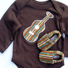 Organic Baby - SHORT sleeve Guitar Gift Set- 0 3 6 12 18 months Brown Bodysuit with Guitar and Organic Shoes in Stripes-- Baby Clothes Baby Boy Hippie, Hippie Kids, Baby Gift Sets, Baby Gifts, Brown Bodysuit, Guitar Gifts, Organic Baby Clothes, Baby Sewing, Baby Boy Outfits