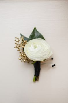 Ranunculus boutonniere by Fleur Inc, photo by Sarah Postma Photography