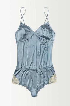 love the vintage silk look