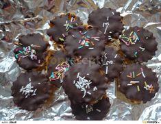 Košíčky plněné ořechovou náplní recept - TopRecepty.cz Christmas Cookies, Xmas, Cupcakes, Chocolate, Baking, Food, Bohemian, Xmas Cookies, Cupcake Cakes