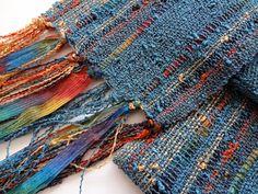 bufanda tejida a mano ligero en peltre azul