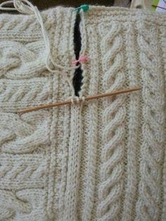 Joining blanket square Cast on three stitches on dpn. Slip last stitch to rh nee. Joining blanket square Cast on three stitches on dpn. Slip last stitch to rh needle, pick up edge stick, pass slip stitc. Knitting Help, Knitting Stitches, Hand Knitting, Loom Knitting Blanket, Knitting Needles, Knitting Patterns, Crochet Patterns, Knitting Ideas, Knitting Designs