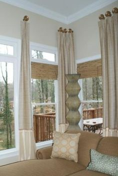 Awesome Window Treatment Ideas and Curtain Designs Photos - View our collection of developer window treatments and custom-made window treatments for your residence. From ranch shutters to very easy DIY drapes, find ideas for upgrading your design. Corner Window Treatments, Window Treatments Living Room, Window Coverings, Corner Curtains, Modern Windows, Custom Drapes, House Windows, Sunroom Windows, Curtain Designs