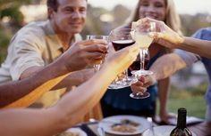 """""""Vinho, ouro e amigo, o melhor é o mais antigo.""""  (Adágio Popular)"""
