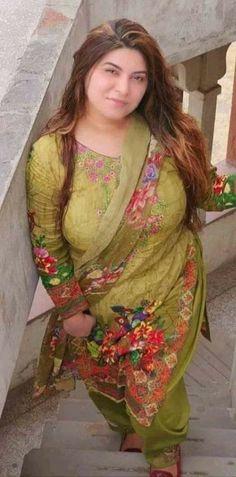 Arabian Beauty Women, Curvy Celebrities, Beautiful Women Over 40, Beautiful Roses, Indian Girl Bikini, Curvy Girl Lingerie, Indian Girls Images, Most Beautiful Indian Actress, Beauty Full Girl