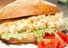 Fűszeres sajtos szendvicskrém Salmon Burgers, Ricotta, Sandwiches, Food Porn, Food And Drink, Dishes, Chicken, Ethnic Recipes, Sauces