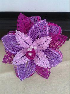 Kvet do vlasov / margitkabb - SAShE.sk - Handmade Ozdoby do vlasov Doily Art, Bobbin Lace Patterns, Lacemaking, Lace Jewelry, Lace Flowers, String Art, Fiber Art, Needlework, Crochet Earrings