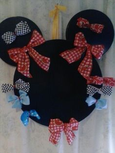 Minnie Mouse Pin the Bow on Minnie Mouse (magnetic) Party Game