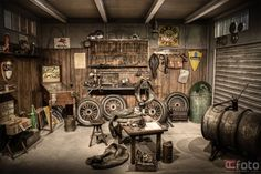 Old School Garage - Werkstatt - Workshop - Garage - After Myrtle Wilson is killed, George Wilson rocks back in forth unsteadily in his garage. Joe's Garage, Man Cave Garage, Garage Shop, Dream Garage, Garage Signs, Small Garage, Motorcycle Workshop, Motorcycle Shop, Motorcycle Garage