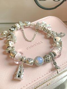Pandora Bracelet Pink, Pandora Jewelry, Cute Jewelry, Jewelry Accessories, Cute Bracelets, Wrap Bracelets, Pandora Charms Disney, Expensive Jewelry, Bracelet Designs