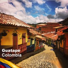 Guatapé, Colombia Oh The Places You'll Go, Places Ive Been, Travel Around The World, Around The Worlds, Travelogue, Geography, The Good Place, Europe, Beautiful