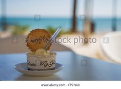 Download this stock image: Ice cream and pastry Café on the beach in Alcossebre, Spain - FP7NA0 from Alamy's library of millions of high resolution stock photos, illustrations and vectors.
