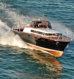 Black Beauty, 1957 Chris-Craft 33 foot Power Yacht