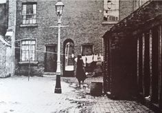 A court in Pershore Street,Birmingham in the Birmingham Uk, Old Buildings, Historical Photos, 1920s, Castle, Forget, England, Scene, Urban