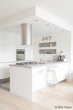Love the light flooring  contrasting bench top colour
