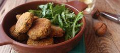 Polpette di quinoa alla curcuma con radicchio e noci http://www.cucchiaio.it/ricetta/polpette-di-quinoa-alla-curcuma-con-radicchio-e-noci/
