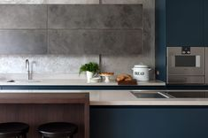 Patinated silver finish in urbo Roundhouse kitchen