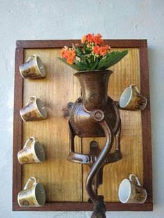 The post Cantinho do café appeared first on Anime Teulia. Old Door Projects, Diy Art Projects, Recycled Crafts, Wood Crafts, Coffee Bar Home, Vintage Cafe, Christmas Door Decorations, Farmhouse Wall Decor, Cool Diy