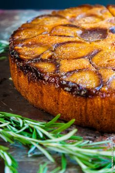Honey and Rosemary Upside Down Fig Cake Recipe; contains ALMOND meal Rosemary Recipes, Fig Recipes, Sweet Recipes, Cake Recipes, Cooking Recipes, Amish Recipes, Dutch Recipes, Dinner Recipes, Dessert Recipes