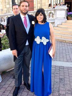 Alejandra con vestido largo azul Dresseos y cinturón de cordones plata de Verdemint - Alquiler de vestidos y accesorios - Dresseos