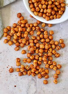 Crispy Air Fryer Chickpeas (+ Roasted Method) - Elavegan | Recipes #Chickpea #garbanzobeans #garbanzos #chickpeas #cook #dinner #vegan #veganrecipes #veganfood #healthylifestyle #healthy #healthyfood #nutrition Roasted Garbanzo Beans, Oven Roasted Chickpeas, Crunchy Chickpeas, Garbonzo Beans, Canned Chickpeas, Cooking Garbanzo Beans, Vegan Mashed Potatoes, High Protein Snacks, Chickpea Recipes