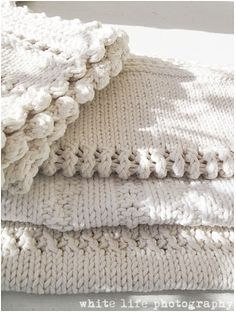 Something about a creamy soft knitted blanket Make Blanket, Knitted Afghans, Linens And Lace, Cotton Blankets, Crocheted Blankets, Warm And Cozy, Knit Crochet, Textiles, Creations
