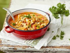 Mifu-minestronekeitto Thai Red Curry, Vegetarian, Pasta, Cooking, Ethnic Recipes, Food, Red Peppers, Cucina, Kochen