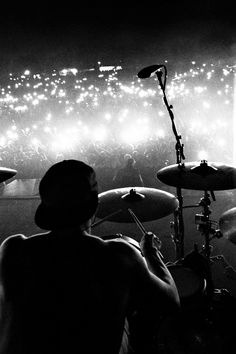 Twenty One Pilots Wallpaper, Joshua Dun, Perfect Music, Tyler And Josh, Reasons To Live, Concert Photography, Staying Alive, Rock N, Photos