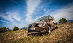 """Generationswechsel:   Die vierte Generation des Volkswagen Caddy löst ihren Vorgänger ab: Das erste Serienfahrzeug ist ein Caddy Highline, mit 2,0 Liter TDI (75kW/102PS) und Blue Motion Technologie. """"Unsere langjährige Erfahrung bei der Produktion des Modells sichert auch künftig höchste Qualität für unsere Kunden"""", ... Link: http://www.bold-magazine.eu/generationswechsel/  #BOLDTHEMAGAZINE, #Caddy, #VW, #VWNutzfahrzeuge"""