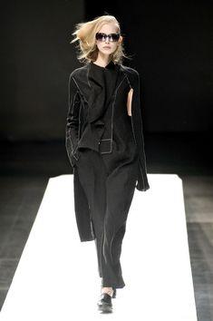 Yohji Yamamoto at Paris Fashion Week Spring 2009 - Runway Photos