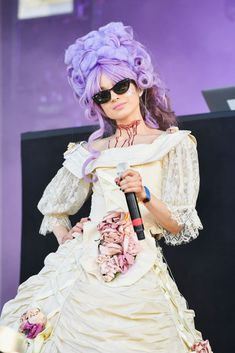 Poppy performs during Voodoo Music + Arts Experience on October 2018 in New Orleans, Louisiana. Get premium, high resolution news photos at Getty Images Im Poppy, That Poppy, Poppy Singer, Voodoo Music, Louisiana, Oversized Dress, Pretty People, Poppies, Celebs