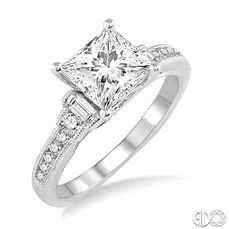 Princess cut diamond engagement ring. So I don't usually love rings, but this is stunning