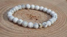 Bílý náramek z howlitových korálků. Bílé howlitové korálky se stříbrným srdíčkem jsou něžnou ozdobou každé ženské ručky. Korálky jsou veliké 6mm, čím získávají na jemnosti. Působí velmi čistě.  Velikost cca 18-19 cm, navlečeno na elastickém lanku. Pearl Necklace, Pearls, Jewelry, String Of Pearls, Jewlery, Jewerly, Beads, Schmuck, Pearl Necklaces